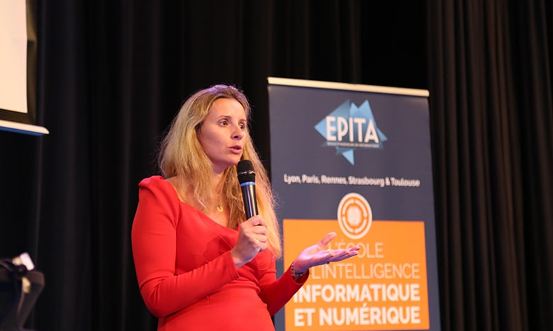 Pour sa Semaine Recherche & Innovation 2021, l'EPITA avait confié le micro de sa conférence plénière à Claire Calmejane (promo 2005), directrice de l'Innovation du groupe Société Générale.